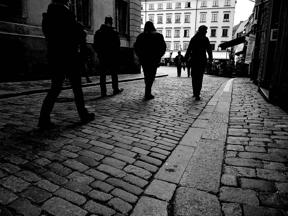 8_stockholm_sidewalk_flickr_BMiz