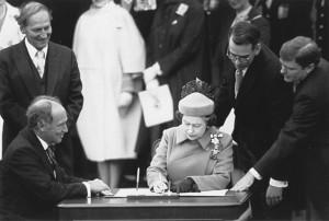 7-Queen-signing